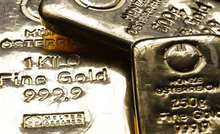 Gold bars are seen in the Austrian Mint (Muenze Oesterreich) headquarters in Vienna April 23, 2013. REUTERS/Leonhard Foeger