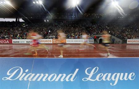 Athletes compete during the men's 3,000m relay Americaine Swiss Post Run (Young Diamond's Challenge) during the Weltklasse Diamond League meeting in Zurich August 30, 2012. REUTERS/Pascal Lauener