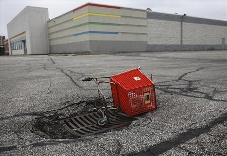 An empty shopping cart is seen outside a closed Toy R Us store in Northfield a suburb of Cleveland, Ohio, March 1, 2012. REUTERS/Shannon Stapleton