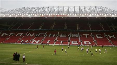 AS Roma's players play a practice match during a training session at Old Trafford in Manchester, northern England, April 9, 2007. REUTERS/Phil Noble/Files