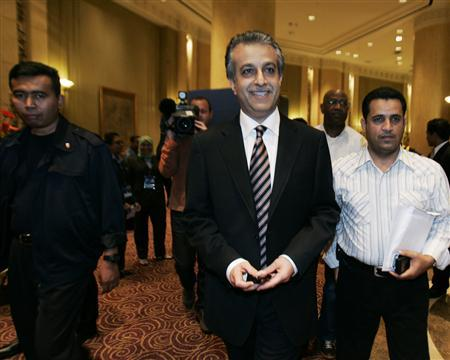 Bahrain's Sheikh Salman bin Ebrahim al-Khalifa, who is running for the West Asia seat in the FIFA executive committee, arrives for a dinner in conjunction with the Asian Football Confederation (AFC) Congress in Kuala Lumpur May 7, 2009. REUTERS/Bazuki Muhammad