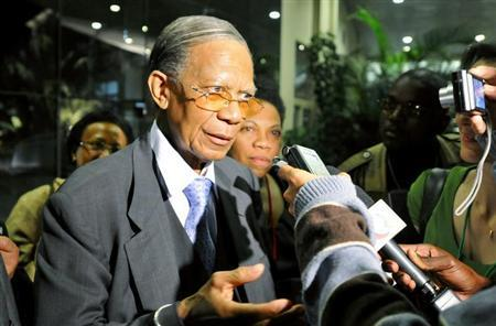 Madagascar's former President Didier Ratsiraka addresses the media after crisis talks with President Andry Rajoelina and ousted President Marc Ravalomanana in Mozambican capital Maputo, August 27, 2009. REUTERS/Grant Lee Neuenburg
