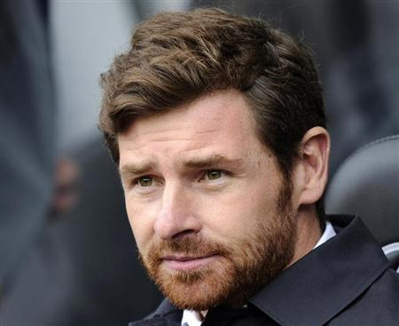 Tottenham Hotspur's manager Andre Villas-Boas looks on during their English Premier League match against Swansea City at the Liberty Stadium in Swansea, March 30, 2013. REUTERS/Rebecca Naden