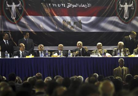 Ahmed El Zend (3rd R), head of the Judges Club, speaks during an emergency meeting of Egyptian judges at the High Judicial Court, in downtown Cairo, April 24, 2013. REUTERS/Amr Abdallah Dalsh