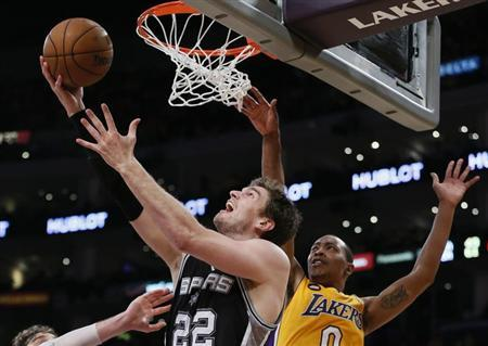 San Antonio Spurs Tiago Splitter (L) goes up to shoot against Los Angeles Lakers Andrew Goudelock during Game 3 of their NBA Western Conference Quarterfinals basketball playoff series in Los Angeles, April 26, 2013. REUTERS/Lucy Nicholson