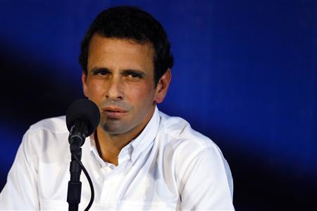 Venezuela's opposition leader Henrique Capriles pauses as he speaks to the media during a news conference in Caracas April 24, 2013. REUTERS/Carlos Garcia Rawlins