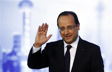 France's President Francois Hollande waves as he delivers a speech during a meeting at the French consul general's residence as part of a two-day state visit in Shanghai April 26, 2013. REUTERS/Carlos Barria