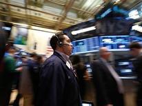 Réunions de banques centrales et indicateurs économiques donneront le la la semaine prochaine à Wall Street, dans un contexte de ralentissement apparent de la croissance aux Etats-Unis comme en a témoigné la dernière statistique du PIB. /Photo prise le 26 avril 2013/REUTERS/Brendan McDermid