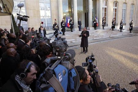 Cameroon's President Paul Biya (C) speaks to journalists as he leaves the Elysee Palace in Paris following a meeting with French President Francois Hollande, January 30, 2013. REUTERS/Philippe Wojazer