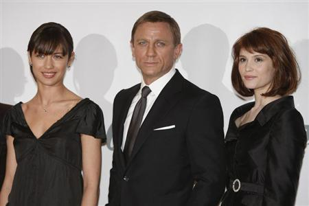 Actress Gemma Arterton (R) who plays Agent Fields, actor Daniel Craig who plays James Bond and actress Olga Kurylenko who plays Camille pose during a photocall at Pinewood Studios to mark the start of production of the 22nd James Bond film ''Quantum of Solace'', in Buckinghamshire, north of London January 24, 2008. REUTERS/Stephen Hird