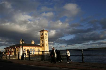 Passengers from the Titanic Memorial Cruise walk towards the old town hall while on a tour of Cobh April 9, 2012. REUTERS/Chris Helgren