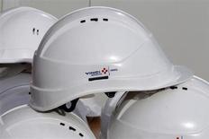 Vinci a remporté un contrat pour la première tranche des travaux de construction d'un campus universitaire au Royaume-Uni, dont le montant est estimé à 450 millions de livres, soit 525 millions d'euros. /Photo prise le 7 février 2013/REUTERS/Eric Gaillard