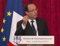"""Lors de la clôture des assises de l'entrepreneuriat, François Hollande a annoncé lundi un ensemble de mesures visant à promouvoir la création d'entreprises et à clore l'épisode dit """"des pigeons"""", ces patrons de start-up qui s'étaient révoltés en octobre contre les projets fiscaux du gouvernement. /Photo prise le 29 avril 2013/REUTERS/Michel Euler/Pool"""