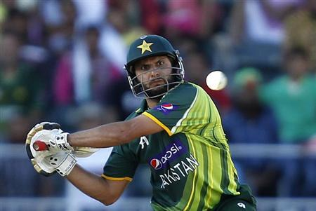 Pakistan's Shahid Afridi plays a shot during their third One Day International (ODI) cricket match against South Africa in Johannesburg, March 17, 2013. File photo. REUTERS/Siphiwe Sibeko