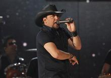 "Jason Aldean performs ""1994"" at the 48th ACM Awards in Las Vegas, April 7, 2013. REUTERS/Mario Anzuoni"