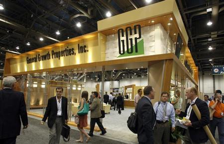 Attendees pass by the General Growth Properties booth during the International Council of Shopping Centers convention in Las Vegas, May 18, 2009. REUTERS/Las Vegas Sun/Steve Marcus