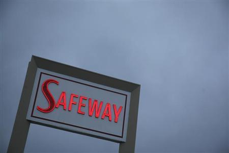 A sign for a Safeway grocery store is shown in San Francisco, California, February 23, 2009. REUTERS/Robert Galbraith