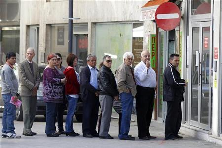 Depositors wait for the opening of a branch of Laiki Bank in Nicosia March 29, 2013. REUTERS/Bogdan Cristel