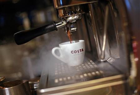 A cup is filled with coffee inside a Costa Coffee shop in Mumbai August 28, 2012. REUTERS/Danish Siddiqui