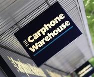 Carphone Warehouse Group va racheter les parts de son partenaire américain Best Buy dans leur coentreprise européenne Carphone Warehouse Europe, maison mère de The Phone House. Le distributeur de téléphonie mobile a précisé qu'il paierait 471 millions de livres (558 millions d'euros) à Best Buy pour reprendre ses 50% dans la coentreprise. /Photo d'archives/REUTERS/Toby Melville