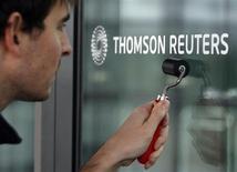 Thomson Reuters a publié mardi un bénéfice d'exploitation en baisse de 7% au premier trimestre en raison de charges de licenciements et d'une baisse du chiffre d'affaires de la division Financial & Risk, dont la clientèle est constituée de banques. Le groupe de nouvelles et d'informations financières a toutefois confirmé sa prévision d'une croissance du chiffre d'affaires dans le bas d'une fourchette à un chiffre cette année. /Photo d'archives/REUTERS/Denis Balibouse