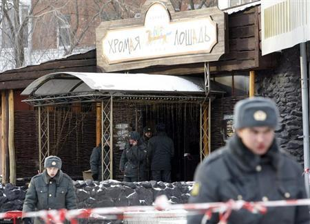 Police officers stand in front of the entrance of the Lame Horse nightclub where a fire took place in the centre of Perm, 1,150 km (720 miles) east of Moscow, December 5, 2009. REUTERS/Denis Sinyakov