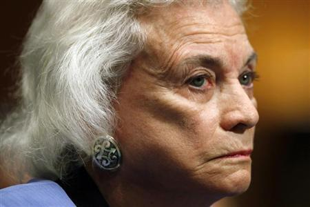 Former Supreme Court Justice Sandra Day O'Connor testifies at a hearing held to provide an update from the Alzheimer's Study Group on Capitol Hill in Washington March 25, 2009. REUTERS/Kevin Lamarque