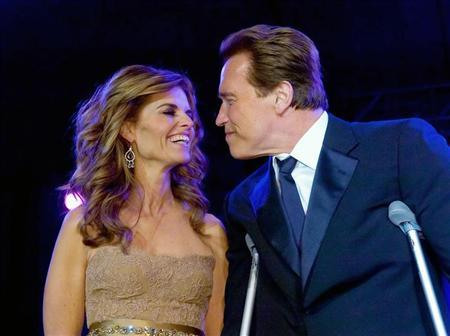 California Governor Arnold Schwarzenegger (R) smiles with his wife Maria Shriver at the Governor's Inaugural Ball at the Sacramento Convention Center January 5, 2007. REUTERS/Brian Baer/Pool