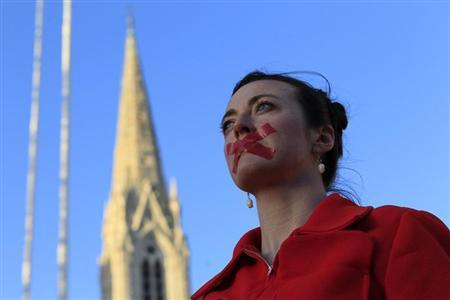 Siobhan Clancy takes part in a vigil in memory of Savita Halappanavar and in support of changes to abortion law in Dublin November 17, 2012. REUTERS/Cathal McNaughton
