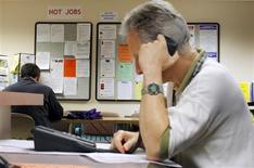 Le secteur privé américain a créé 119.000 emplois au mois d'avril, un chiffre nettement inférieur aux 150.000 créations de postes attendues. /Photo d'archives/REUTERS/Brian Snyder