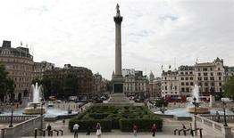 Les plus fervents défenseurs du patrimoine londonien sont vent debout contre un projet de l'artiste allemande Katharina Fritsch d'installer un coq gaulois bleu électrique à Trafalgar Square, dans l'ombre de la colonne dédiée à l'amiral Nelson. /Photo d'archives/REUTERS/Andrew Winning