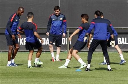 Barcelona's Lionel Messi (C) and teammates attend a training session at Ciutat Esportiva Joan Gamper in Sant Joan Despi, near Barcelona April 30, 2013. REUTERS/Gustau Nacarino