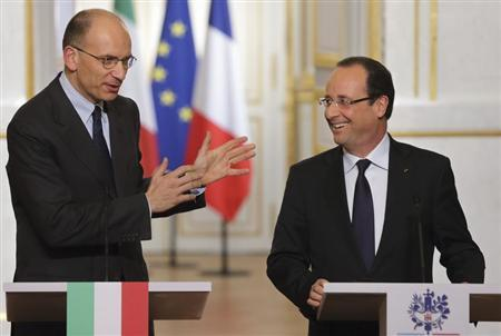 French President Francois Hollande (R) and new Italian Prime Minister Enrico Letta attend a joint news conference at the Elysee Palace in Paris, May 1, 2013. REUTERS/Philippe Wojazer