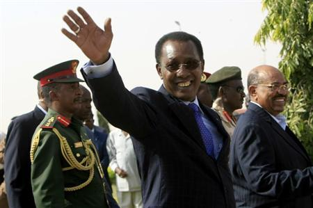 Chad's President Idriss Deby waves as he arrives to launch the Darfur Regional Authority at El Fasher airport, February 8, 2012. REUTERS/Mohamed Nureldin Abdallah