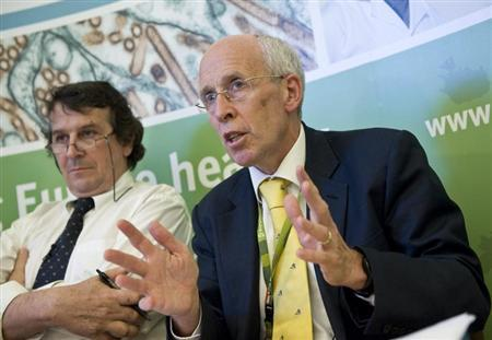 File photo of Professor Angus Nicoll (R) answering questions concerning swine flu at a news conference at the European Center for Disease Control (ECDC) in Stockholm April 29, 2009. REUTERS/SCANPIX/Jonas Ekstromer