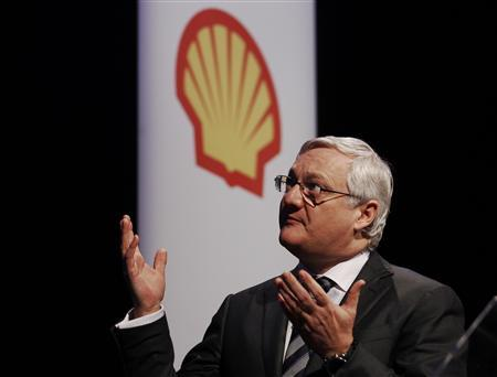 Oil giant Royal Dutch Shell's CEO Peter Voser speaks at the 4th quarter and full year results presentation in London in this February 2, 2012 file photo. REUTERS/Luke Macgregor/Files