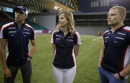 Williams Formula One drivers Pastor Maldonado (L) of Venezuela, Valtteri Bottas (R) of Finland and test-driver Susie Wolff of Britain visit the Aspire sports academy in Doha April 22, 2013. REUTERS/ Fadi Al-Assaad