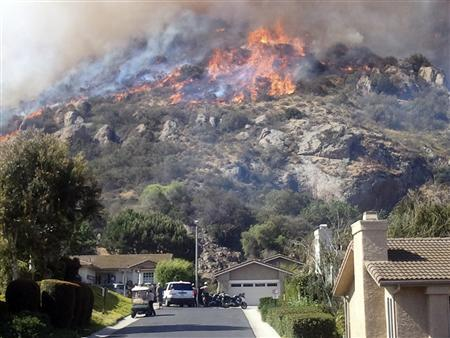 Hundreds of California homes evacuated in brush fire...