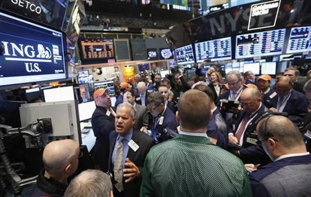 Traders wait for the IPO of ING U.S. on the floor at the New York Stock Exchange, May 2, 2013. REUTERS/Brendan McDermid
