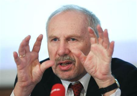 Austrian National Bank (OeNB) Governor and ECB Governing Council member Ewald Nowotny gestures as he briefs the media during a news conference in Vienna March 14, 2013. REUTERS/Leonhard Foeger