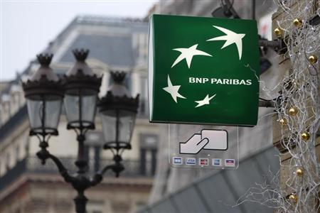 The logo of French BNP Paribas bank is seen in central Paris December 15, 2008. REUTERS/Charles Platiau