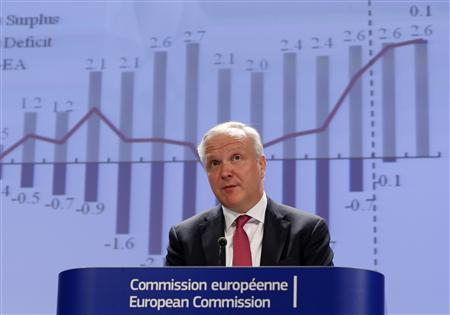 European Economic and Monetary Affairs Commissioner Olli Rehn presents the European Commission spring economic forecasts and outlook expectations for EU member states, including analysis of developments in countries under support programmes, during a news conference at the EU Commission headquarters in Brussels May 3, 2013. REUTERS/Yves Herman