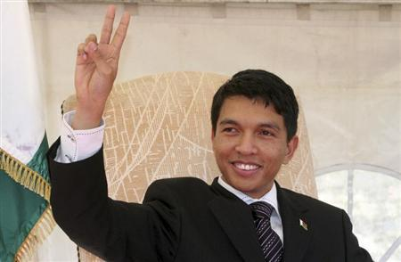 Madagascar's President Andry Rajoelina flashes a two finger salute, his party symbol, before addressing supporters in Madagascar's capital Antananarivo, September 2, 2009. REUTERS/Richard Lough