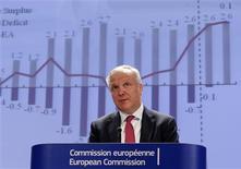 Le commissaire européen aux Affaires économiques et monétaires, Olli Rehn. La Commission européenne se dit prête à accorder un délai de deux ans à la France -jusqu'en 2015- pour ramener le déficit de ses finances publiques sous 3% du PIB pour tenir compte d'une situation économique qui reste dégradée dans l'Union européenne. /Photo prise le 3 mai 2013/REUTERS/Yves Herman