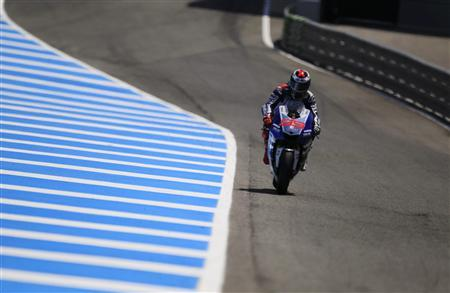 Yamaha MotoGP rider Jorge Lorenzo of Spain rides his bike during the second qualifying race at the Spanish Grand Prix in Jerez de la Frontera, southern Spain May 4, 2013. REUTERS/Marcelo del Pozo