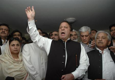 Former Pakistani prime minister Nawaz Sharif (C) addresses his supporters during a countrywide anti-government protest march in Lahore March 15, 2009. REUTERS/Syed Mujtaba/Files