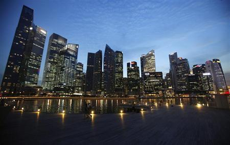 People walk past the skyline of Marina Bay central business district in Singapore April 26, 2013. REUTERS/Edgar Su