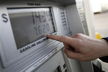 Thad Phillips notes the price for to fill his van with CNG at a Blu LNG filling station in Salt Lake City, Utah, March 13, 2013. REUTERS/Jim Urquhart