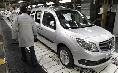 French carmaker Renault employees stand next to a Mercedes Benz Citan based on a Renault Kangoo van at the Renault factory in Maubeuge, northern France, October 8, 2012. REUTERS/Pascal Rossignol