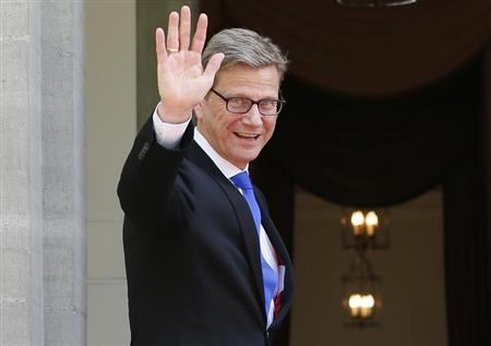 Germany's Foreign Minister Guido Westerwelle waves to media during an official working visit to Switzerland at the government's guest house Lohn in the village of Kehrsatz, near the Swiss capital of Bern May 1, 2013. REUTERS/Pascal Lauener